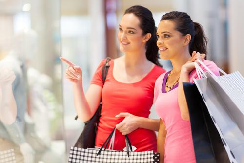 買い物をしているイメージ