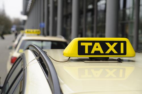 交通機関のタクシー