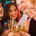 「乾杯」の英語 | 乾杯を頼む時と頼まれた時の英語表現