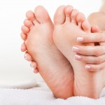 「足」の英語|FootとLegの使い分けと21個の表現