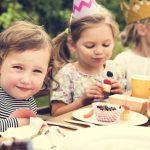 「祝う」英語|2つの英単語の使い分けと「祝日」の表現など