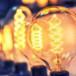 「電気」の英語|電気をつけるや電気屋など厳選!単語51個