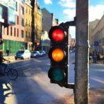 「信号」の英語|信号機や道案内・会話で使える6つのフレーズなど