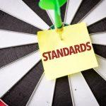 「基準」の英語|ビジネスでよく使う3表現の違いと使い分け・関連表現