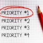 「優先する」の英語|3つの表現と名詞や形容詞も覚えておくと便利!